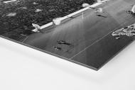 Gelbe Wand und Spielfeld als auf Alu-Dibond kaschierter Fotoabzug (Detail)