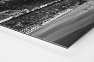 Spielfeld und Tribünen als auf Alu-Dibond kaschierter Fotoabzug (Detail)