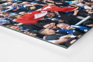 HSV Fans bei der Relegation nach dem Tor als auf Alu-Dibond kaschierter Fotoabzug (Detail)