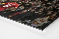 Gerrard vor den Fans (Covermotiv 11FREUNDE #159) als auf Alu-Dibond kaschierter Fotoabzug (Detail)
