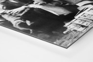 Zuschauer mit Dosenbier als auf Alu-Dibond kaschierter Fotoabzug (Detail)
