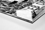 Fans und Volkspolizei als Direktdruck auf Alu-Dibond hinter Acrylglas (Detail)