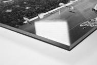 Gelbe Wand und Spielfeld als Direktdruck auf Alu-Dibond hinter Acrylglas (Detail)