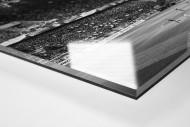 Spielfeld und Tribünen als Direktdruck auf Alu-Dibond hinter Acrylglas (Detail)