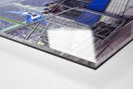 Gestänge vor der Tribüne als Direktdruck auf Alu-Dibond hinter Acrylglas (Detail)
