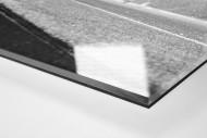 Assistent im Schnee als Direktdruck auf Alu-Dibond hinter Acrylglas (Detail)