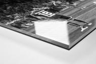HSV Freistoß ins Glück (sw) als Direktdruck auf Alu-Dibond hinter Acrylglas (Detail)