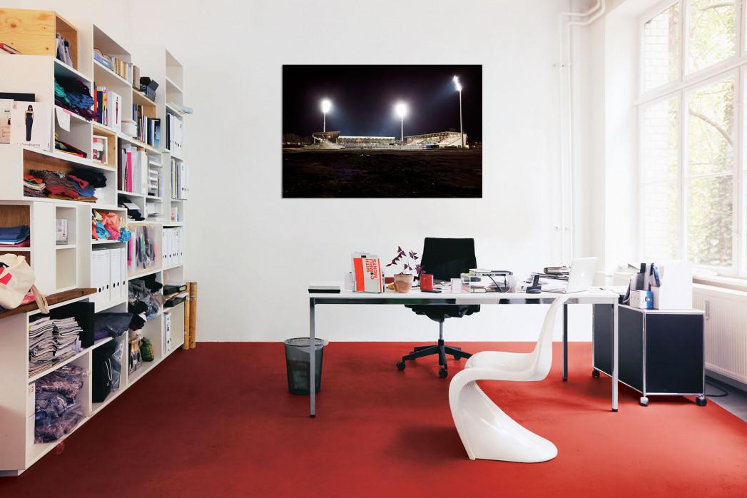 Das Georg-Melches-Stadion bei Flutlicht in deinem Büro - 11FREUNDE BILDERWELT