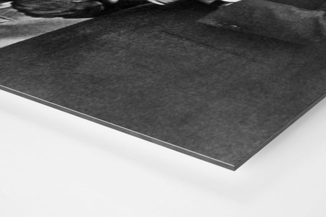 Schmitt und der Pokal als auf Alu-Dibond kaschierter Fotoabzug (Detail)