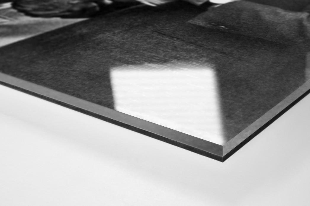 Schmitt und der Pokal als Direktdruck auf Alu-Dibond hinter Acrylglas (Detail)