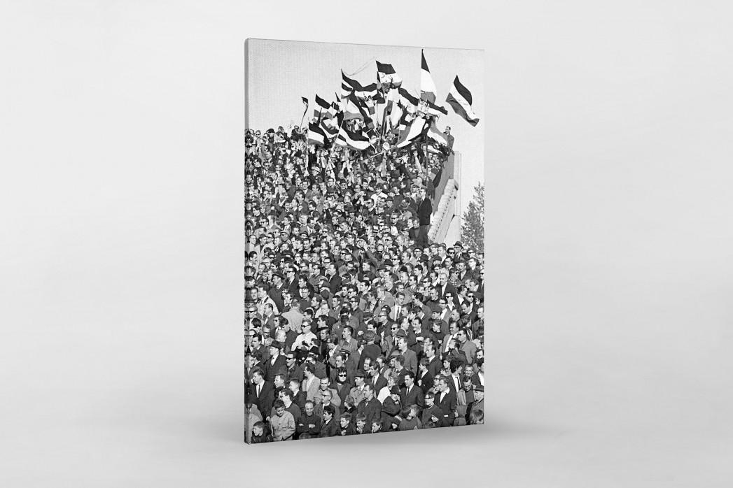 Hannover Fans 1967 als Leinwand auf Keilrahmen gezogen