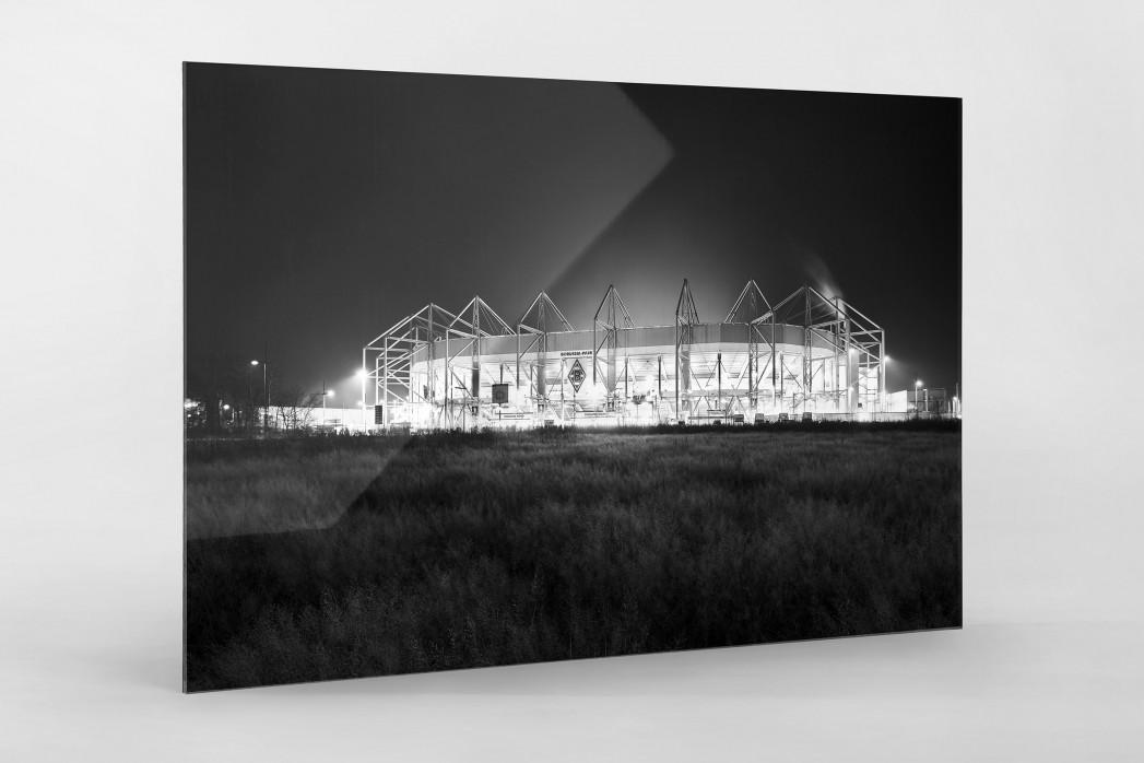Borussia Park bei Flutlicht (schwarz/weiß) als Direktdruck auf Alu-Dibond hinter Acrylglas