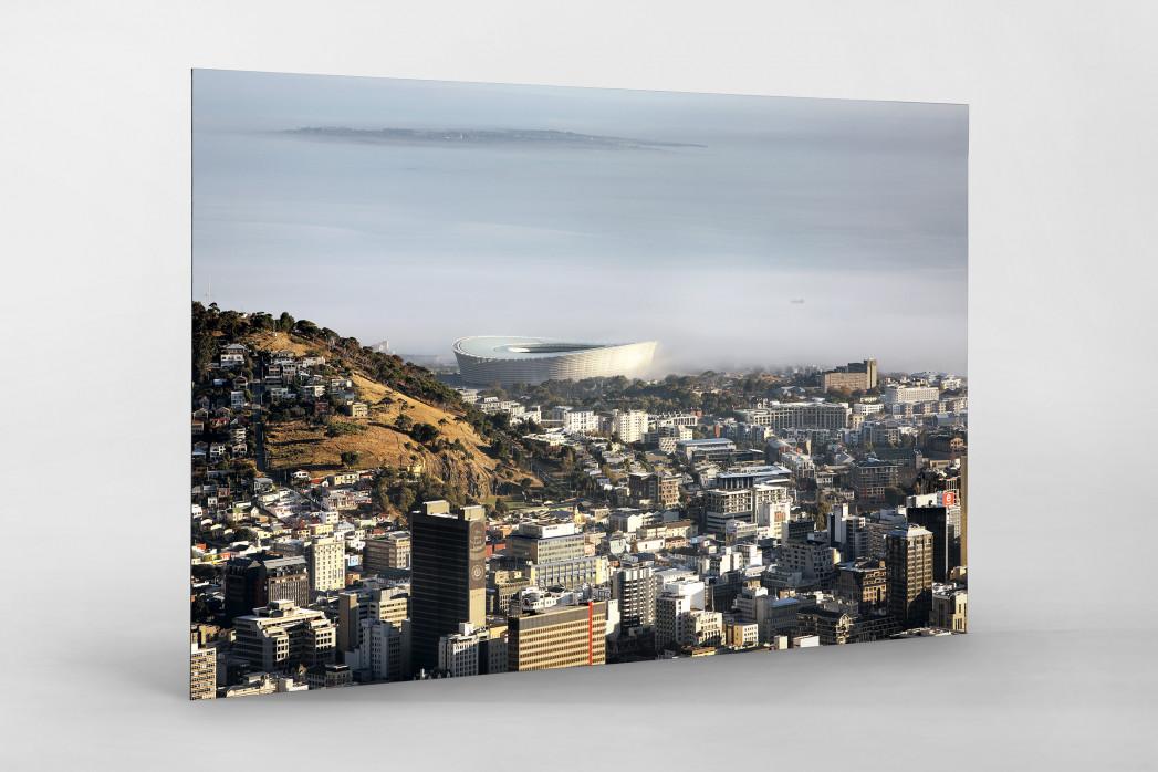 Cape Town Stadium mit Stadt und Meer als auf Alu-Dibond kaschierter Fotoabzug