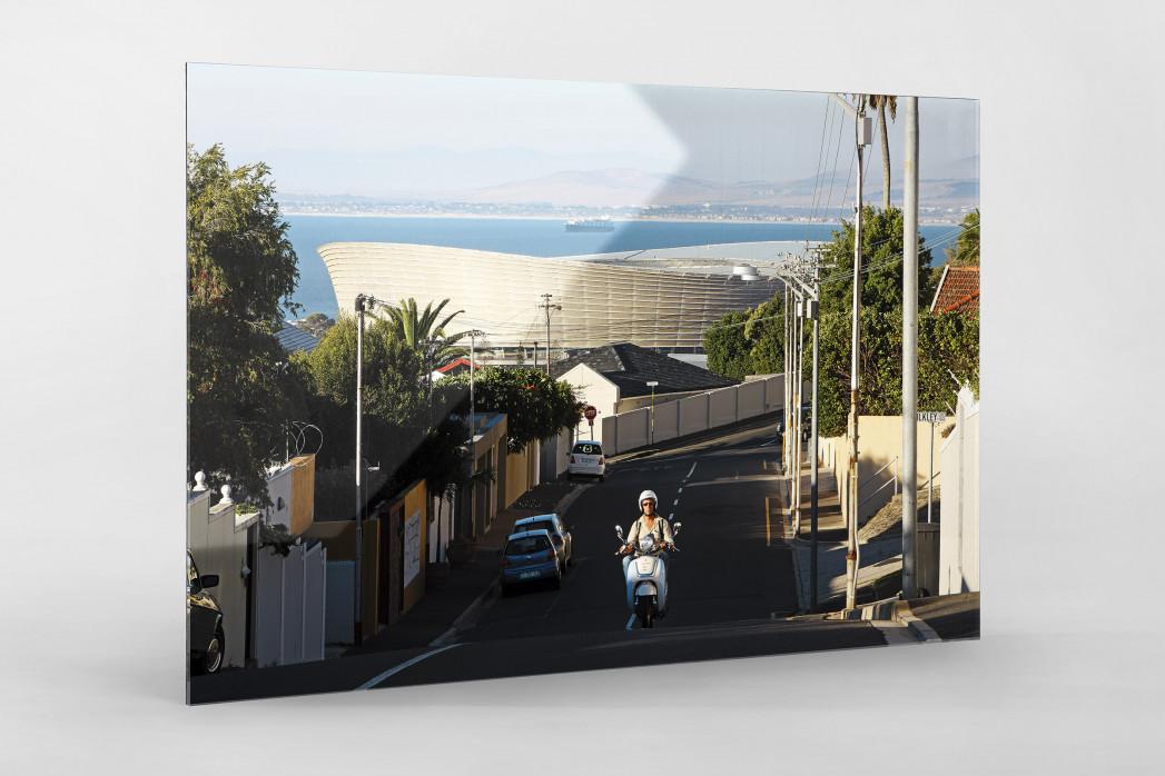 Straße und Mofa vor dem Cape Town Stadium als Direktdruck auf Alu-Dibond hinter Acrylglas