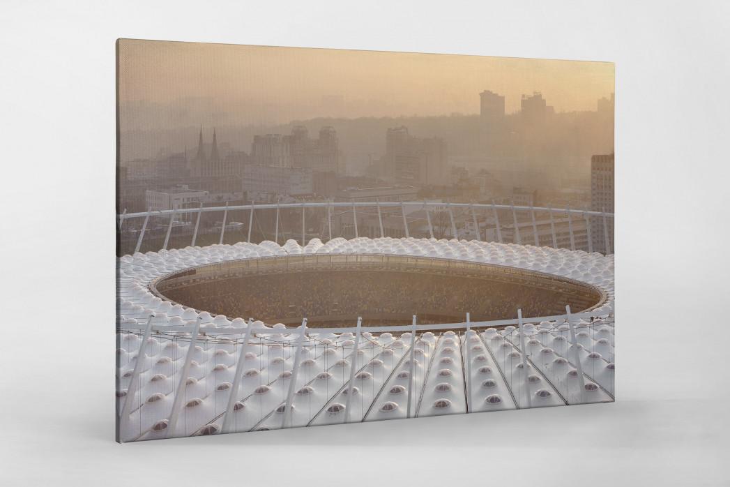 Dach vom Olympiastadion Kiew als Leinwand auf Keilrahmen gezogen