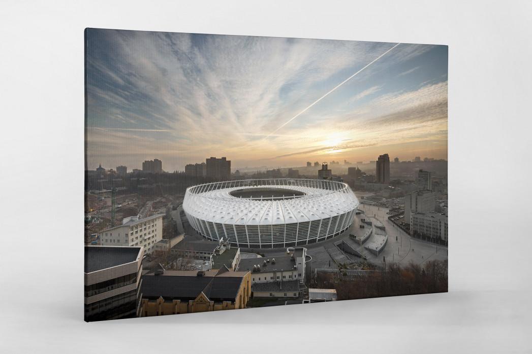 Himmel über dem Olympiastadion Kiew als Leinwand auf Keilrahmen gezogen