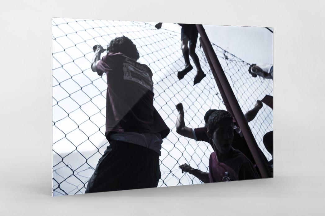 Auf dem Zaun des Estádio Rua Javari als Direktdruck auf Alu-Dibond hinter Acrylglas