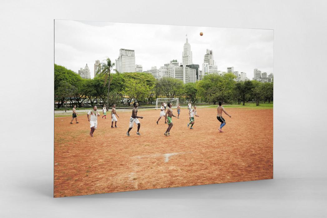Bolzplatz im Park  als auf Alu-Dibond kaschierter Fotoabzug