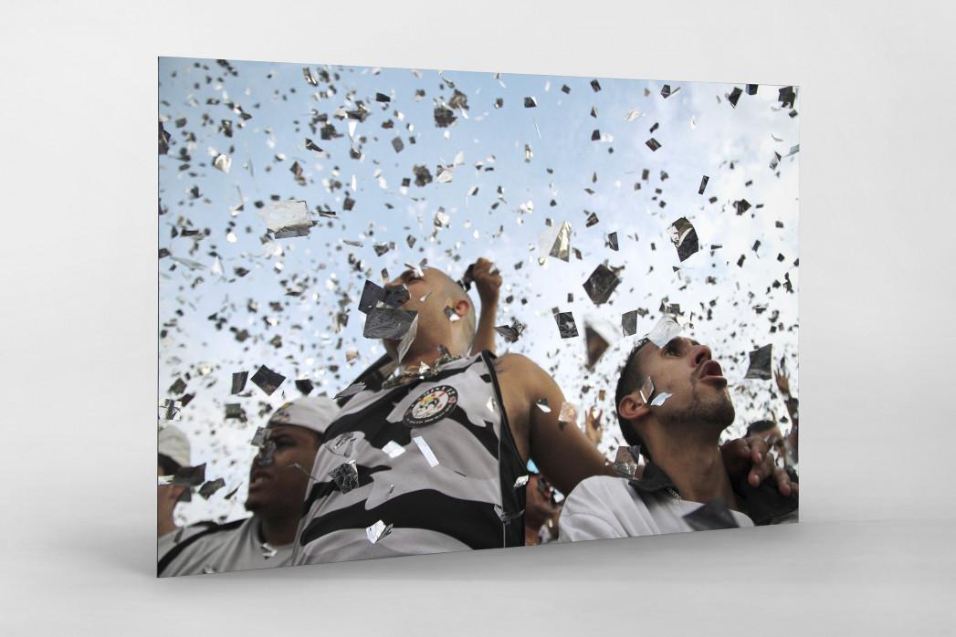 Corinthians Fans Celebrating (1) als auf Alu-Dibond kaschierter Fotoabzug