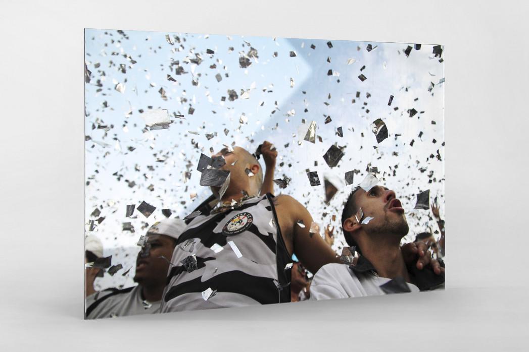 Corinthians Fans Celebrating (1) als Direktdruck auf Alu-Dibond hinter Acrylglas