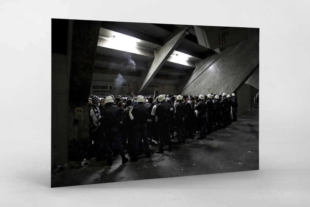 Police And Fans At The Stadium als auf Alu-Dibond kaschierter Fotoabzug