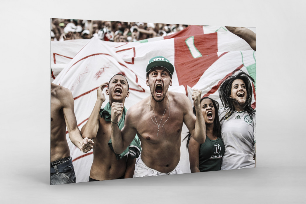Palmeiras Fan Celebrating als auf Alu-Dibond kaschierter Fotoabzug