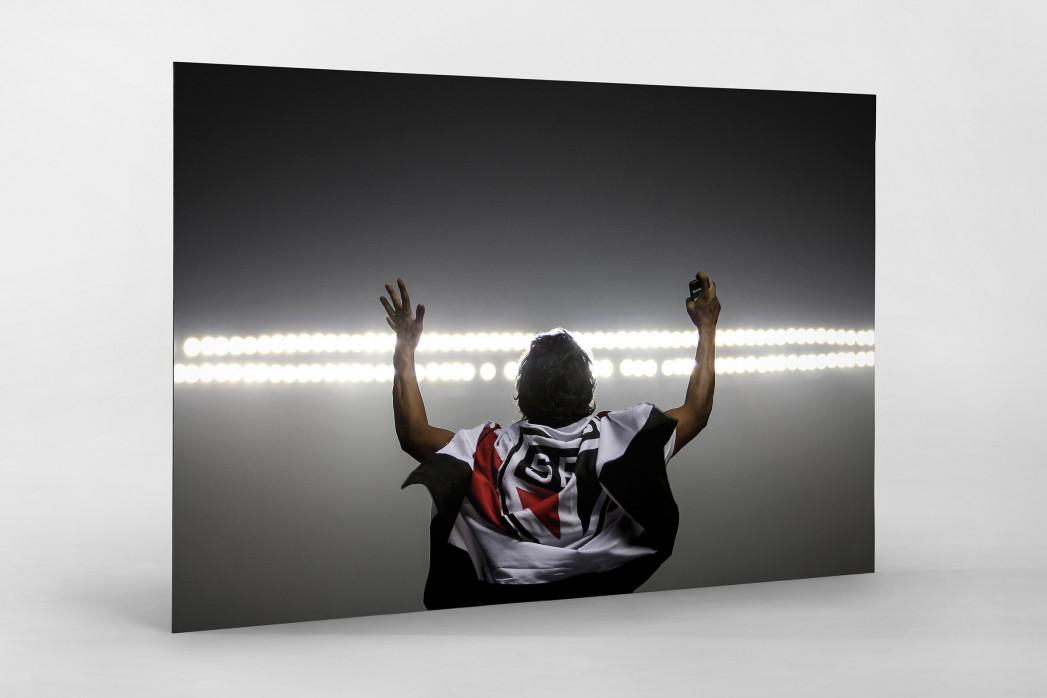FC São Paulo Fan Celebrating als auf Alu-Dibond kaschierter Fotoabzug