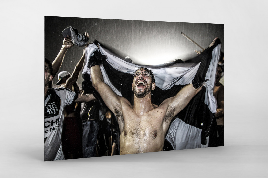 Ponte Preta Fan Celebrating A Goal als auf Alu-Dibond kaschierter Fotoabzug