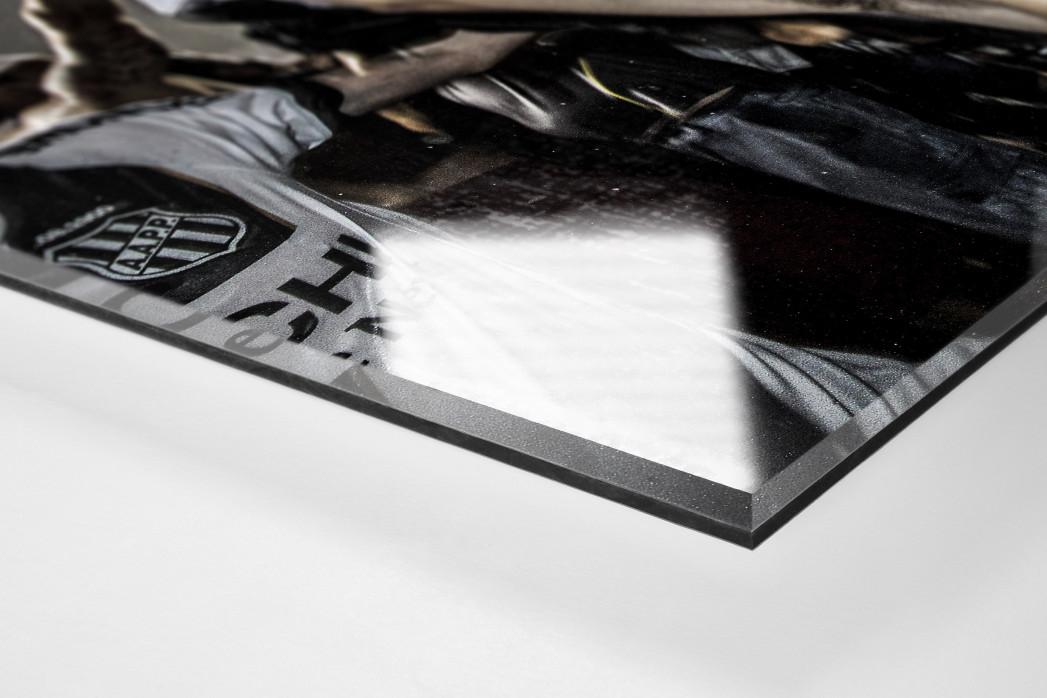 Ponte Preta Fan Celebrating A Goal als Direktdruck auf Alu-Dibond hinter Acrylglas (Detail)