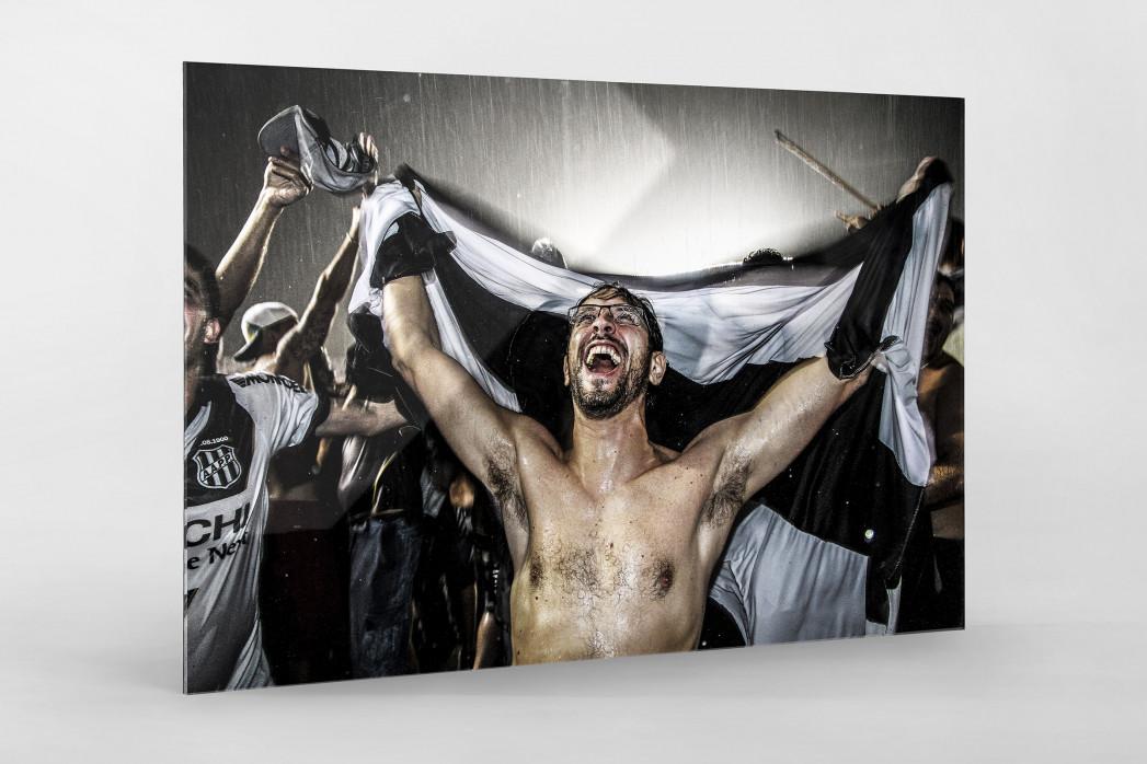 Ponte Preta Fan Celebrating A Goal als Direktdruck auf Alu-Dibond hinter Acrylglas