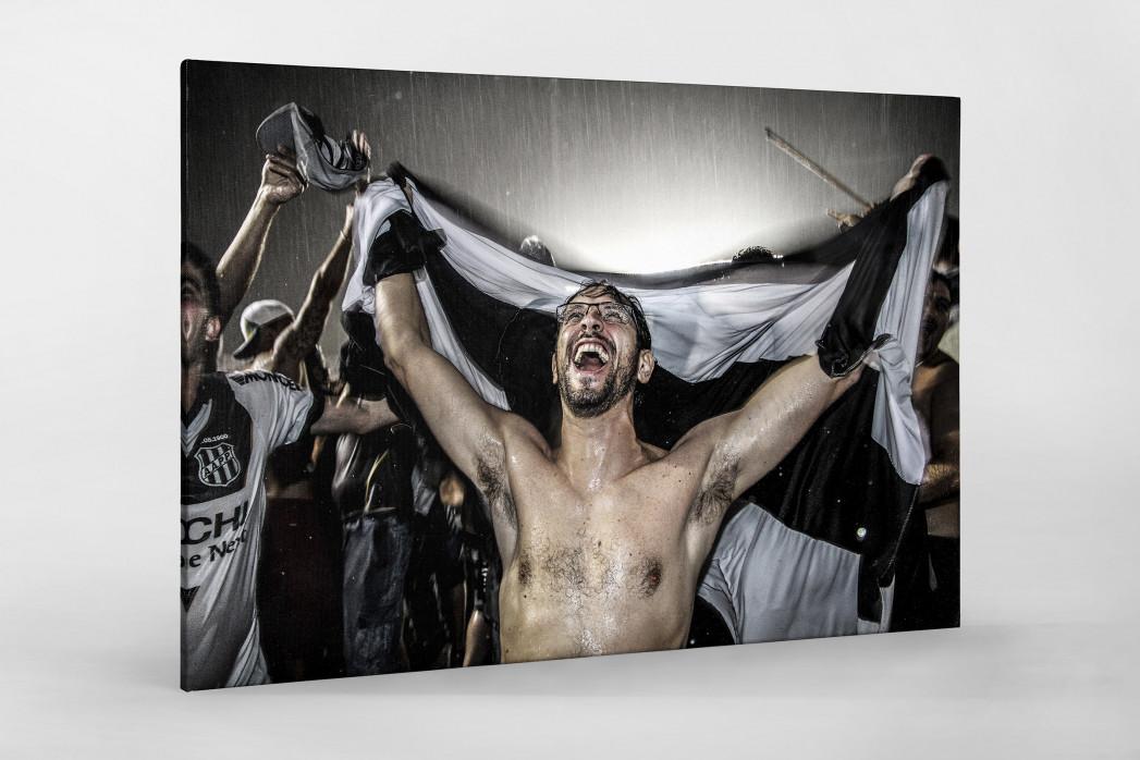 Ponte Preta Fan Celebrating A Goal als Leinwand auf Keilrahmen gezogen