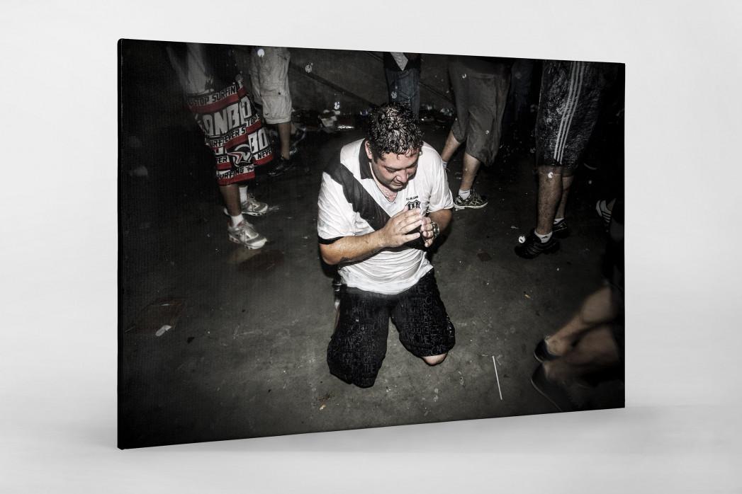 Ponte Preta Fan Praying And Crying als Leinwand auf Keilrahmen gezogen