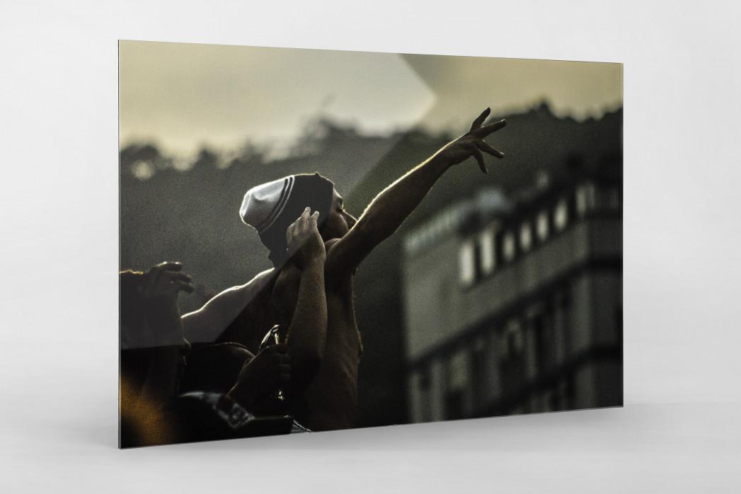Ponte Preta Fan Celebrating als Direktdruck auf Alu-Dibond hinter Acrylglas