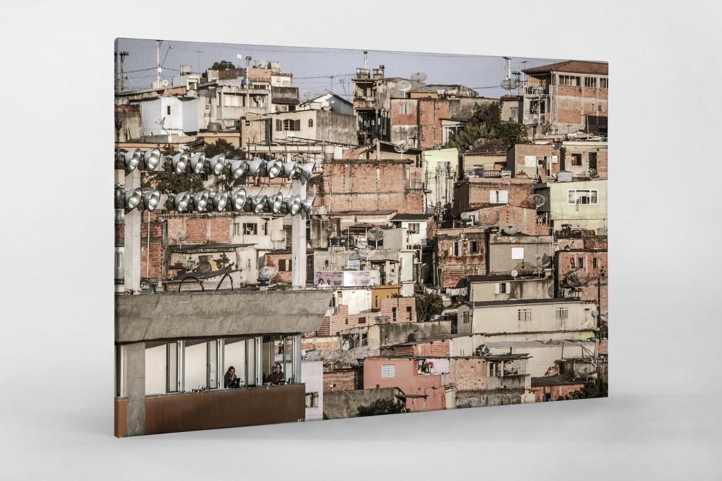 Favelas Around The Stadium als Leinwand auf Keilrahmen gezogen