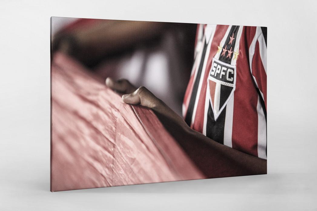 FC São Paulo Fan Holding His Flag als Leinwand auf Keilrahmen gezogen