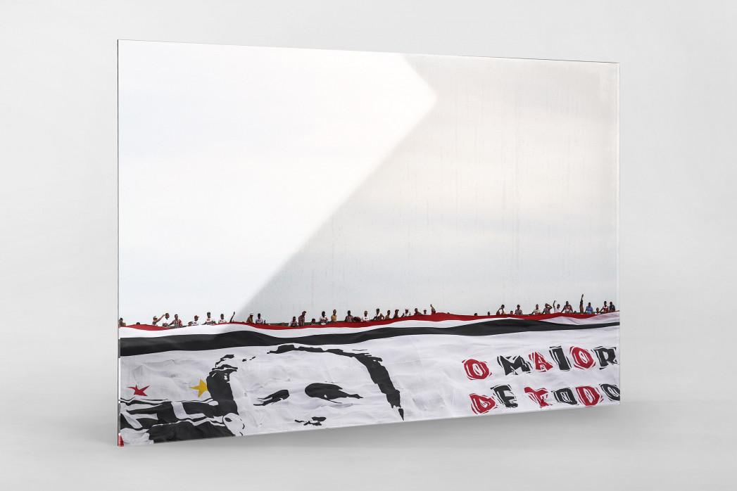 Big Flag And Fans als Direktdruck auf Alu-Dibond hinter Acrylglas