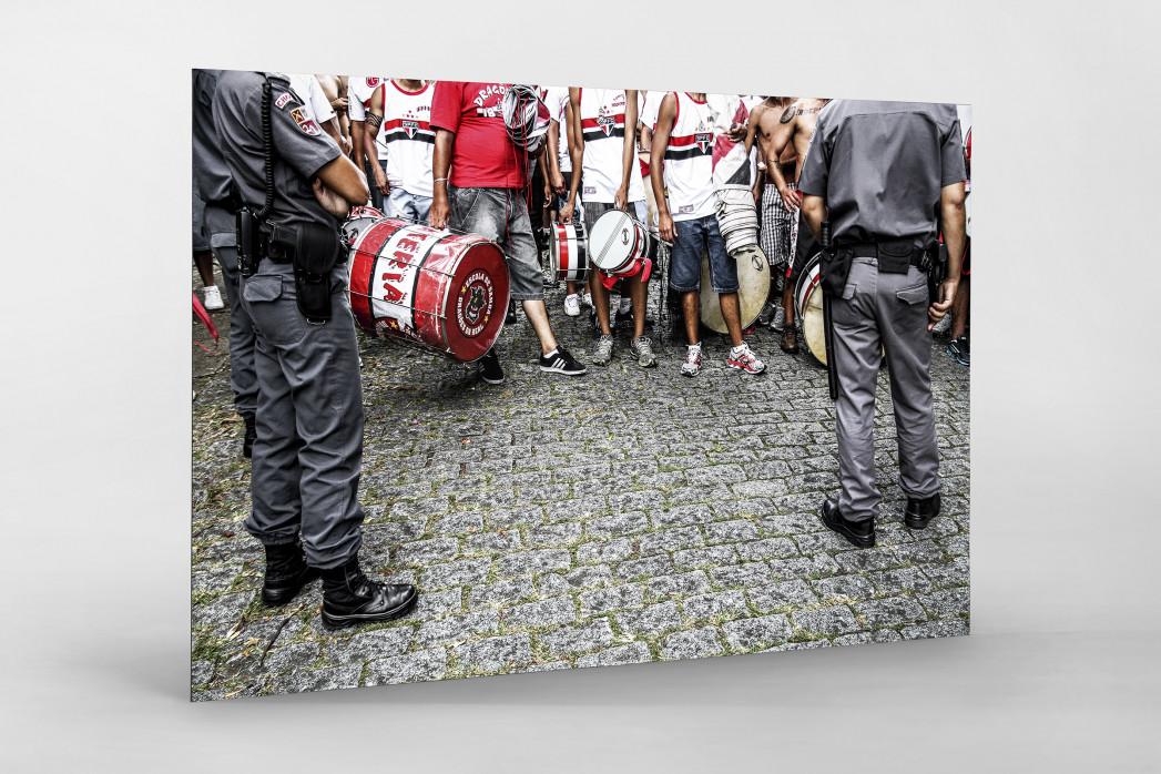 FC São Paulo Fans Waiting To Get In The Stadium als auf Alu-Dibond kaschierter Fotoabzug