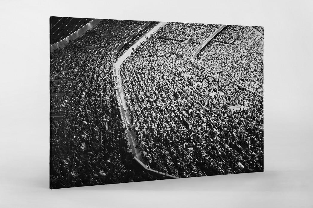 Zuschauer in der Allianz Arena als Leinwand auf Keilrahmen gezogen