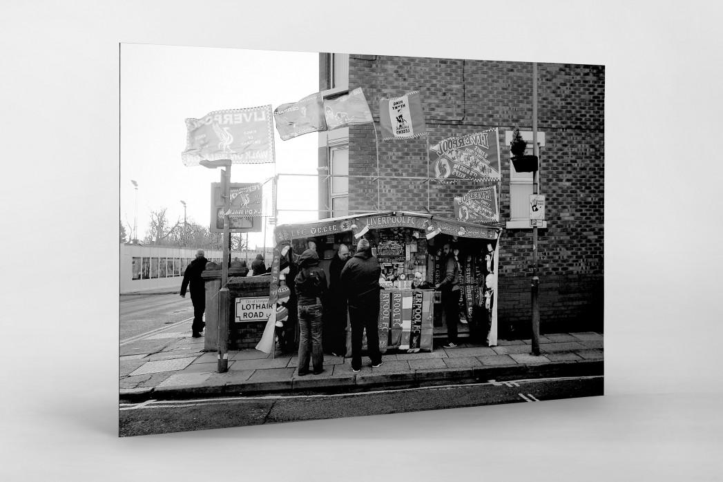 Merchandise-Stand in Liverpool als auf Alu-Dibond kaschierter Fotoabzug