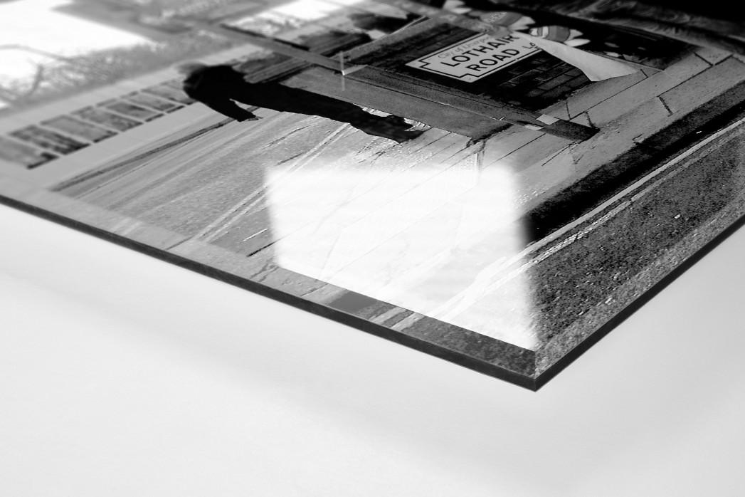 Merchandise-Stand in Liverpool als Direktdruck auf Alu-Dibond hinter Acrylglas (Detail)