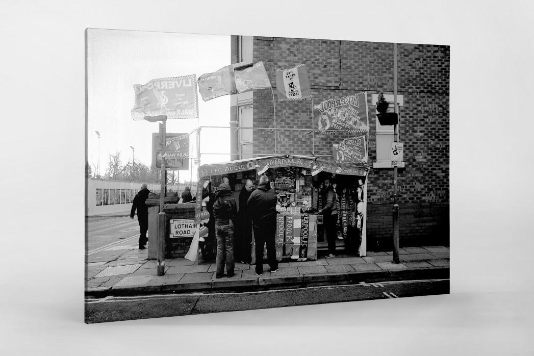 Merchandise-Stand in Liverpool als Leinwand auf Keilrahmen gezogen