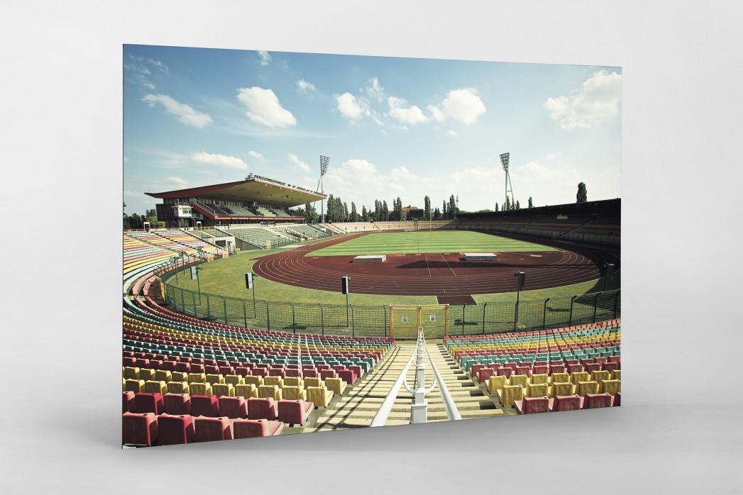 Blick in den Jahn-Sportpark als auf Alu-Dibond kaschierter Fotoabzug