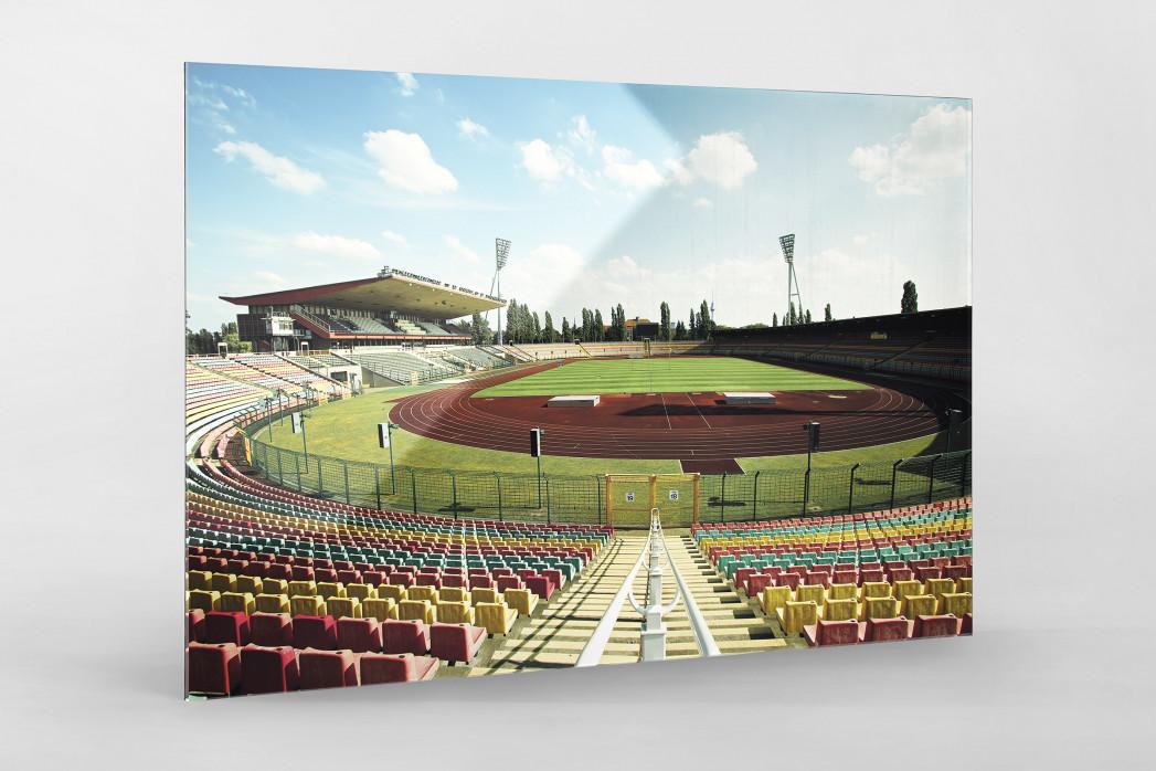 Blick in den Jahn-Sportpark als Direktdruck auf Alu-Dibond hinter Acrylglas