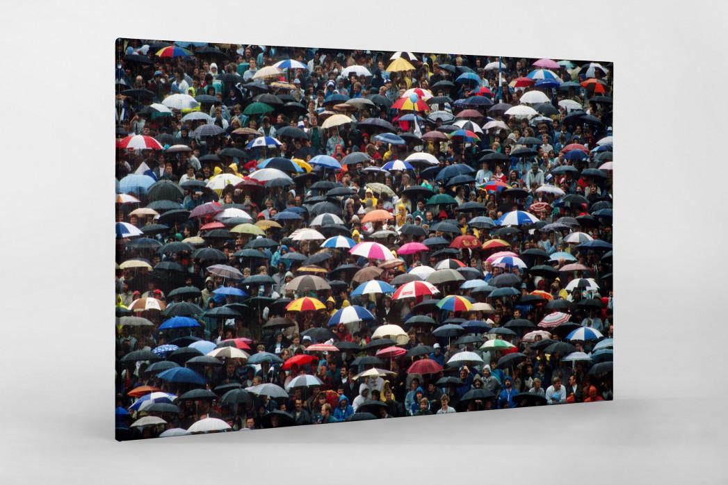 Regenschirme am Böllenfalltor als Leinwand auf Keilrahmen gezogen