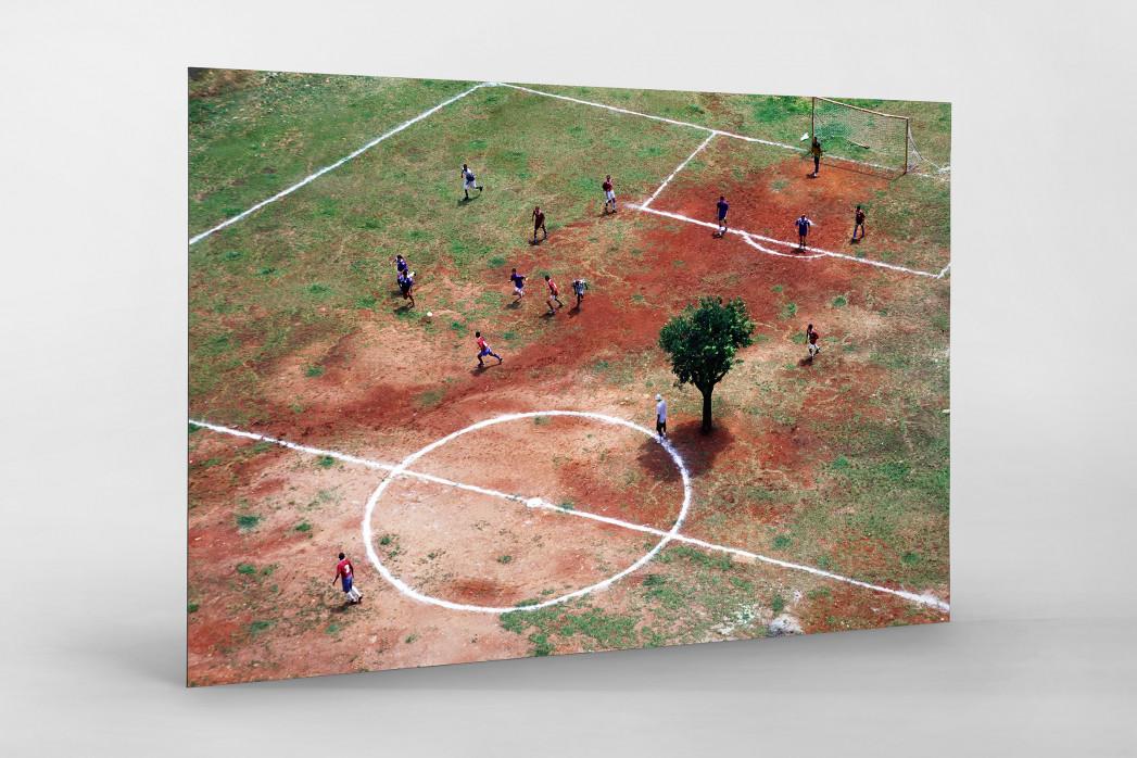Bolzplatz in Brasilien als auf Alu-Dibond kaschierter Fotoabzug