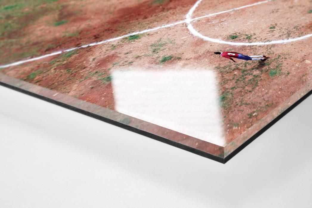 Bolzplatz in Brasilien als Direktdruck auf Alu-Dibond hinter Acrylglas (Detail)