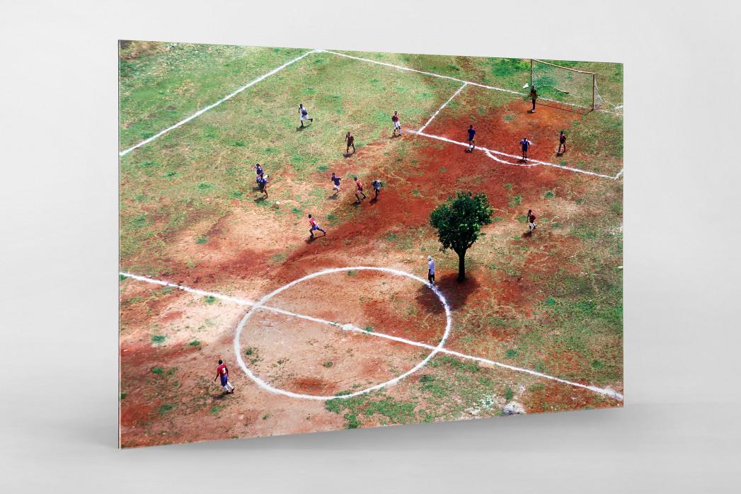 Bolzplatz in Brasilien als Direktdruck auf Alu-Dibond hinter Acrylglas