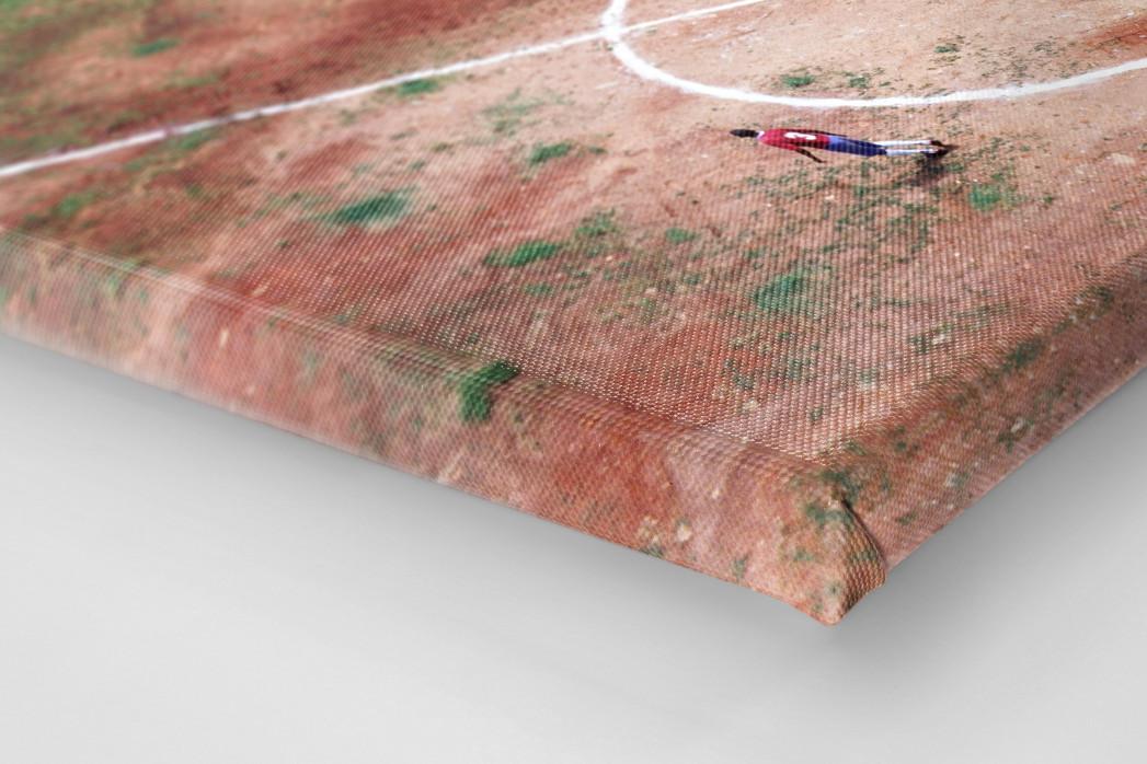 Bolzplatz in Brasilien als Leinwand auf Keilrahmen gezogen (Detail)