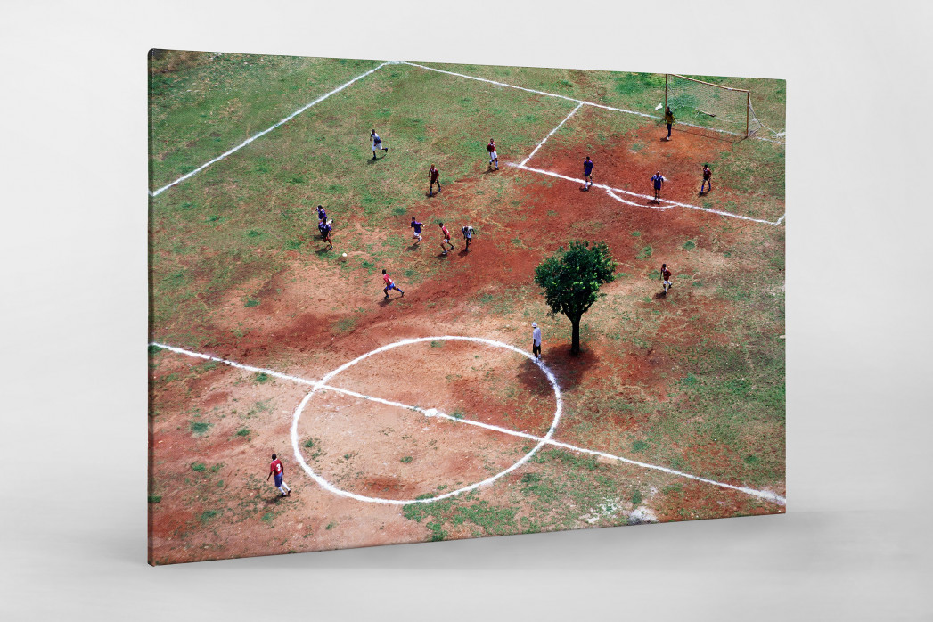 Bolzplatz in Brasilien als Leinwand auf Keilrahmen gezogen