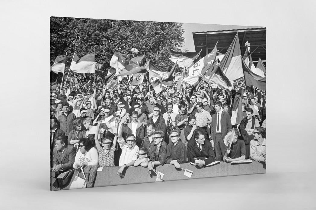 Köln Fans 1964 als Leinwand auf Keilrahmen gezogen